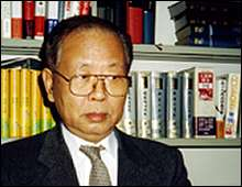 """""""Historians should stick to the definition given by the Tokyo War Crimes Trial,"""" says Hata Ikuhiko."""